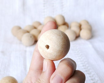 30 mm Wooden beads 25 pcs -natural eco friendly r30mm