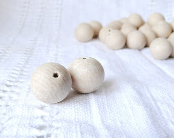 25 mm Wooden beads 50 pcs - natural eco friendly r25mm