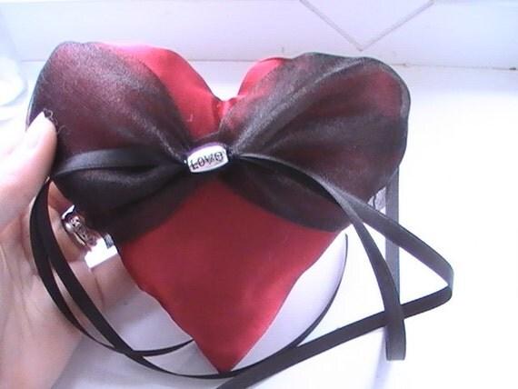 Oreiller anneau de coeur de mariage satin organza noir et rouge à la ...