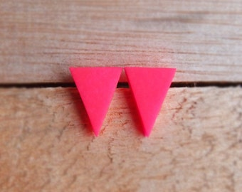 Triangle Studs - Neon Pink