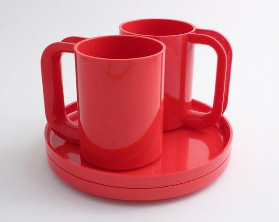 Vignelli Tomato Red Melamine Plate & Mug Sets by Heller (2 sets)
