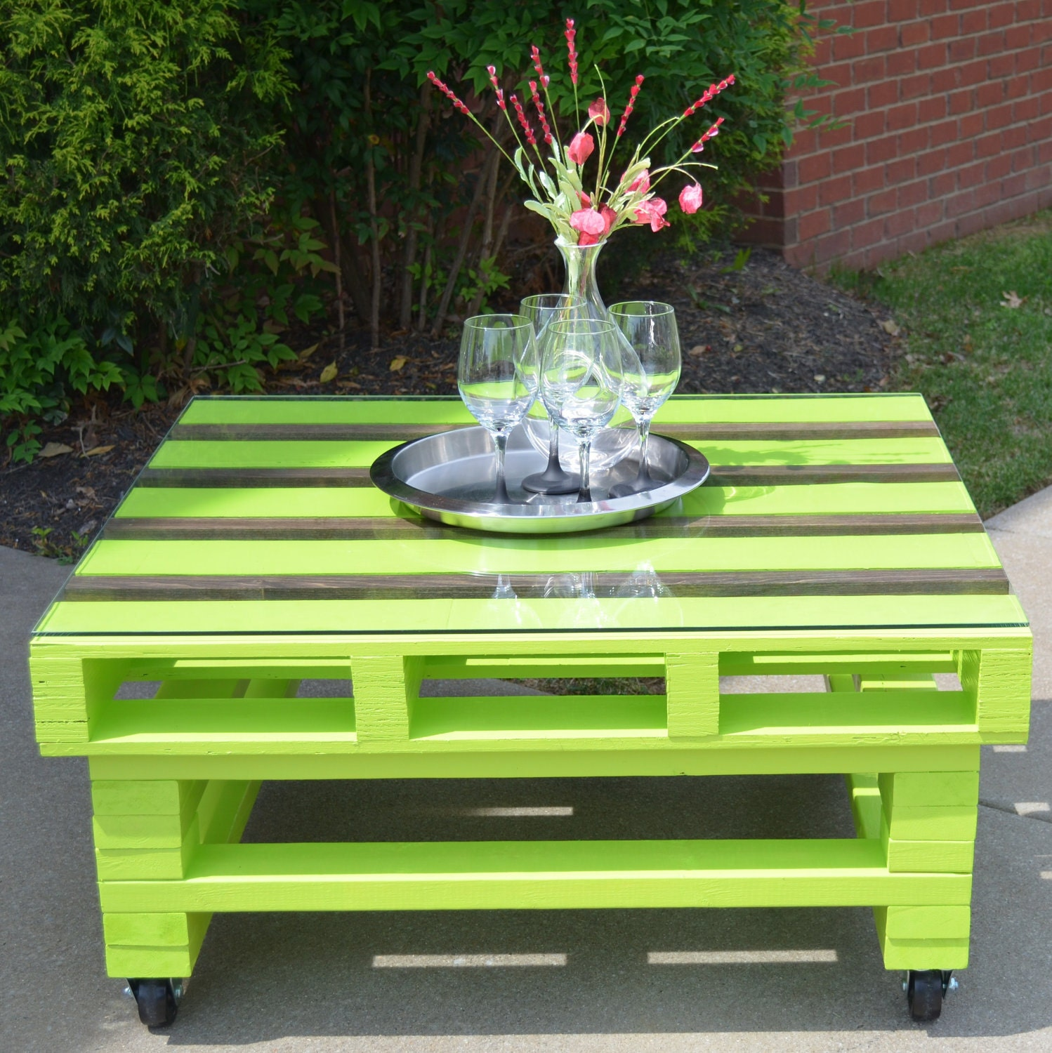 Pallet coffee table height 19 1 2 inches by frenchlaundrydecor - Table a manger palette ...