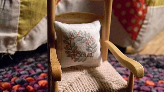 Quilt Pattern  Miniature Pillow - Dollhouse Sized Miniature