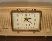 Antique Radio, clock Siylvania Panelescvent Lamo