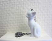 necklace with little cat pendant in porcelain/china - white