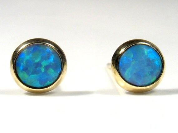 4mm lab Opal cabochon, gold stud.