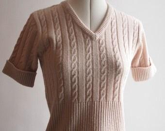 1970's beige/light pink v-neck knitted St Michael short sleeved Orlon top in size 10-12