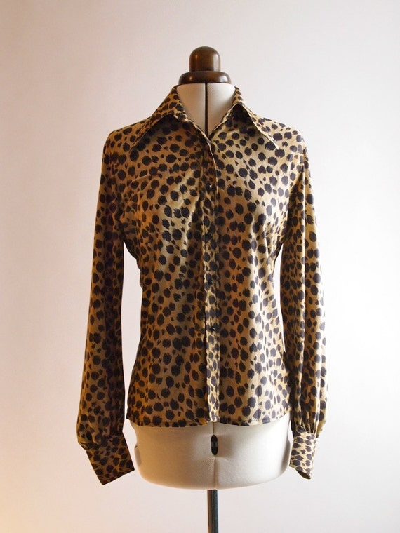 1970's leopard print wide collared womens shirt in soft silky polyester, size 10