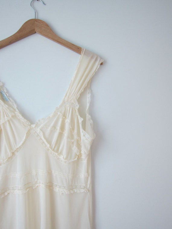 Nightie 38 1950s ivory lace pinup nightgown