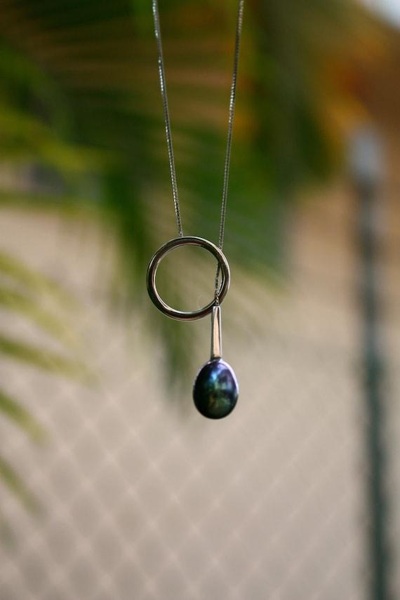 Lariat Pearl Necklace / Black pearl teardrop pendant necklace/  Bridesmaid's accessories/