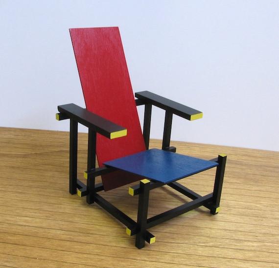 Gerrit rietveld rouge bleu chaise r plique l chelle 1 6 for La chaise rouge et bleue