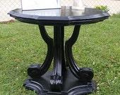 EYE CATCHING Black Drexel Heritage Side Table