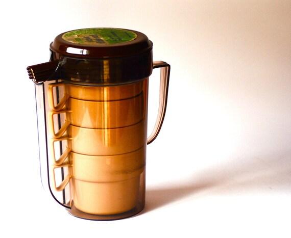 Retro Travel Mug & Jug set Vintage picnic set of 4 plastic cups and pitcher