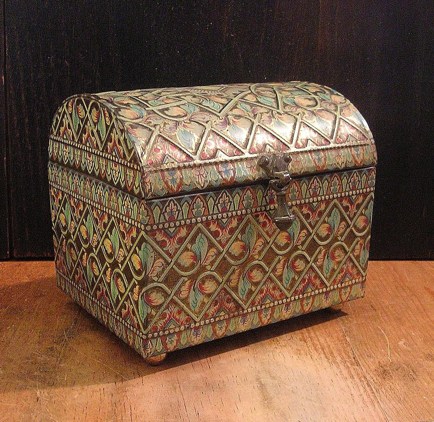 Beautiful Vintage Tin English Treasure Chest Box With Embossed