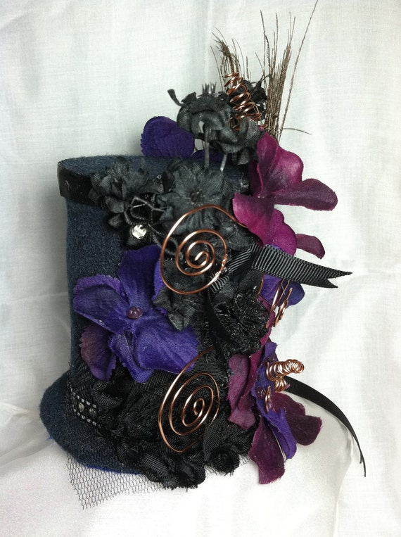 kind of steampunk mad hatter goth-ish type mini top hat