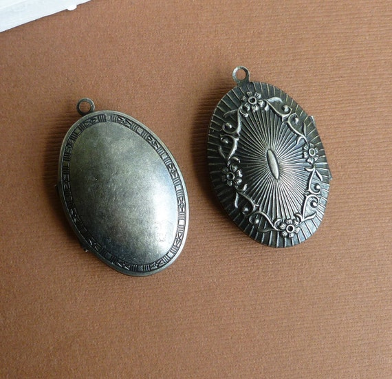 Antiqued Silver Oval Lockets -- Antiqued Silver Metal Pendants -- 7 pieces