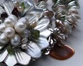 Mother of pearl flower bracelet. Feminine. Beautiful.