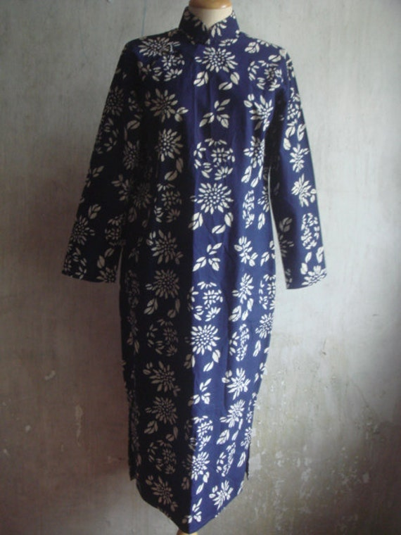 SALE 50 % Vintage Chinese traditional dress 100 percentage cotton navy floral print.