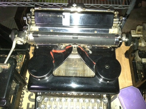 Royal Antique Typerwriter 1930's