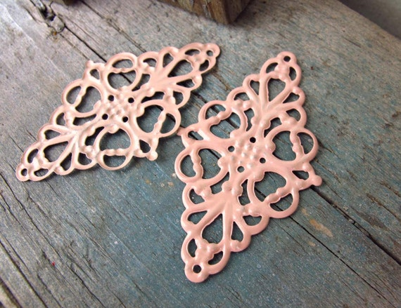 ICE Pink - 4 x vintage style / faux patina hand painted metal charm/pendant lace (FC40)