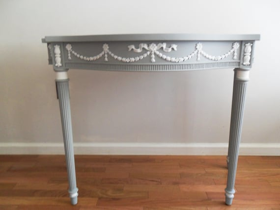 French Accent/Side/Entryway Table