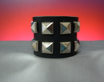 GOTHIC BLACK LEATHER cuff