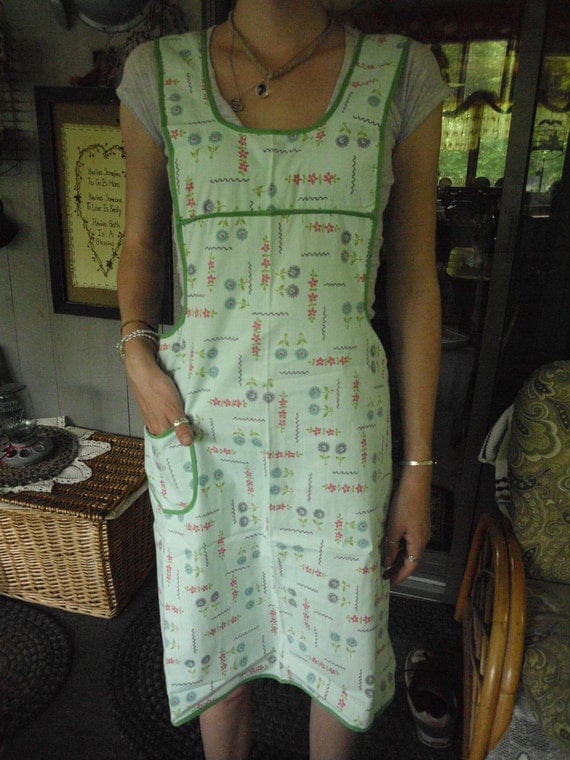 1930s Vintage Full Apron SEAFOAM GREEN Slip-on Early Vintage material