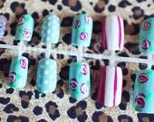 Floral nail art set.