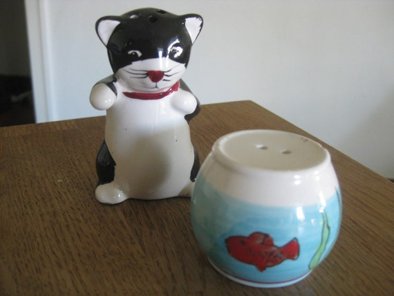 PRIVATE SALE Vintage Salt and Pepper Shakers - Cat Fish Bowl
