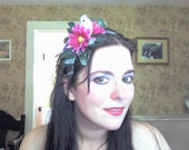 Country style headband with a bird nesting in daisies