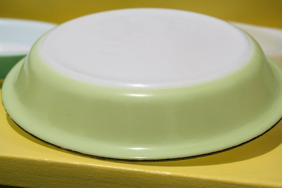 Vintage Pie Plate lime green Pyrex