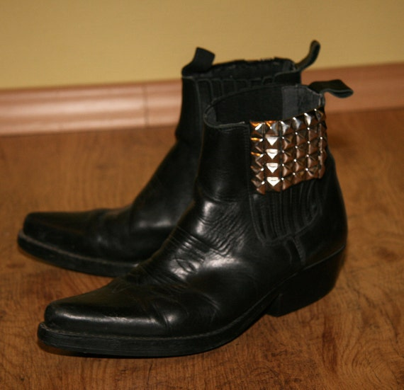 Vntg Black Studded Pointed Toe Chelsea Boots