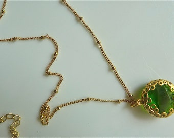 Emerald Green Faceted Round Jewel Necklace with Golden Circles Filigree. 19