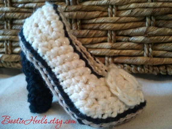 """Booties Crochet Pattern for baby girl with heel """"Avery"""""""