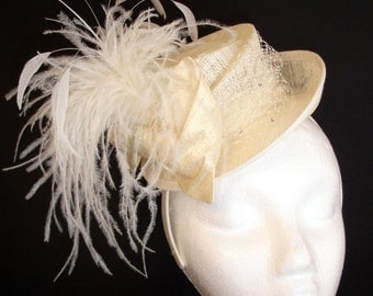 Bridal Mini Top Hat with Ostrich Feathers, Winter wedding hat, Christmas wedding hat, Ivory top hat, Wedding top hat with veiling