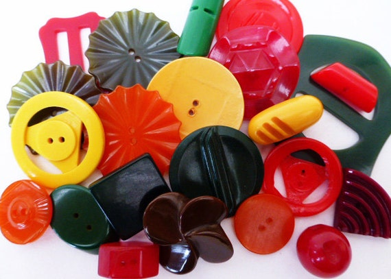 22 Vintage Bakelite Buttons in Mixed Colorful Colors