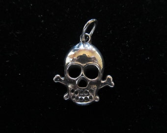 Silver Skull and Crossbones Pendant