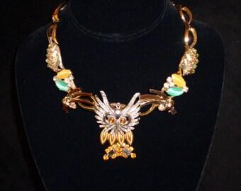 WHOOOO RRRR UU.... Vintage Owl Neck Piece