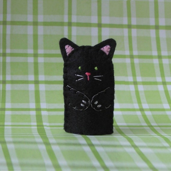 Black Cat Finger Puppet with Green Eyes - Black Cat Puppet - Felt Cat Finger Puppet - Felt Animal Puppet - Pet Cat