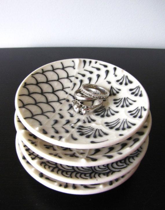 Petite Black and White Dish