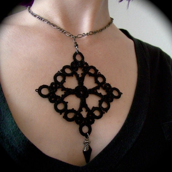 Tatted Pendant Necklace - Patonce Cross