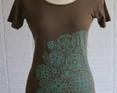 Organic cotton hand-printed t-shirt, cutout snowflake pattern - L and XL only