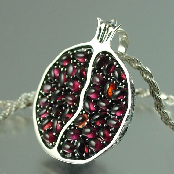 JUICY POMEGRANATE silver garnet pendant