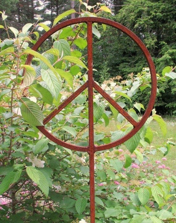 Rusty Metal Garden Peace Sign 18 inch diameter