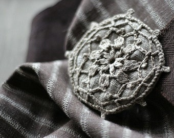 Linen crochet motif brooch - badge