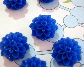 10 15mm mum flower cabochons,  blue cute chrysanthemum cabs
