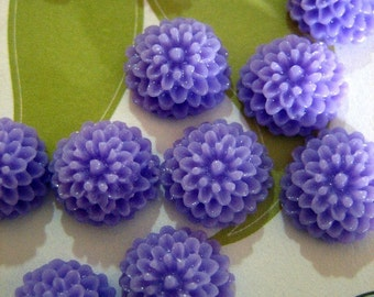 12 10mm lavender chrysanthemum mum cabochons, round floral itty bitty flower cabs
