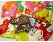 24 ASSORTED COLOR Mini Retro Animal Plastic Standups