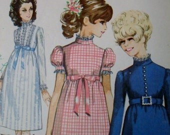 Vintage Dress Pattern - Simplicity 7792 Twiggy Look Dress with Empire waistline