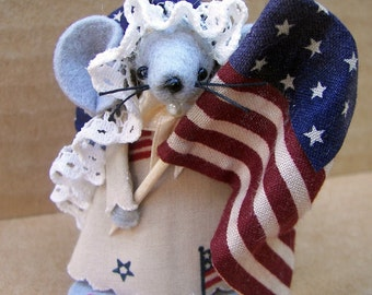 Patriotic Mouse, Felt Mouse with Flag, Parade Mouse,  Primitive Mice, Americana Decoration, Country Decor